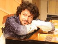 Elisha Abas Plays Johannes Brahms